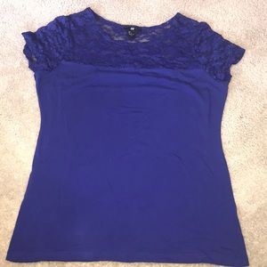 Short sleeved stretchy top